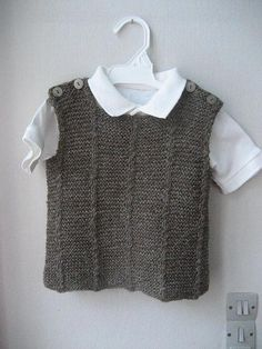 Ravelry: Woollahoo's Villy-vest med små snoninger Have made this in a smaller size last year. Worked flat in two pieces. CO 60 st. Knitting For Kids, Baby Knitting, Knitting Designs, Knitting Patterns, Ravelry, Adventure Outfit, Adventure Clothing, Knit Vest Pattern, Big Knits