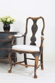 Decorative antique furniture with a particular fondness for Swedish Gustavian furniture and home accessories. Patio Furniture Redo, Furniture Ads, Paint Furniture, Shabby Chic Furniture, Rustic Furniture, Antique Furniture, Furniture Design, Inexpensive Furniture, Cheap Furniture
