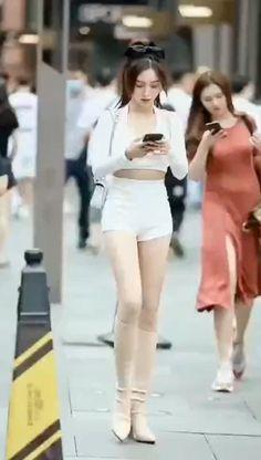 Korean Girl Fashion, Asian Fashion, Women With Beautiful Legs, Pretty Asian Girl, Chinese Clothing, Chinese Model, Fashion Videos, Beauty Full Girl, Hot Blondes