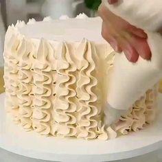 Cake Decorating Frosting, Cake Decorating Videos, Cake Decorating Techniques, Cookie Decorating, Decorating Ideas, Simple Cake Decorating, Cake Frosting Designs, Cake Decorating Designs, Food Cakes
