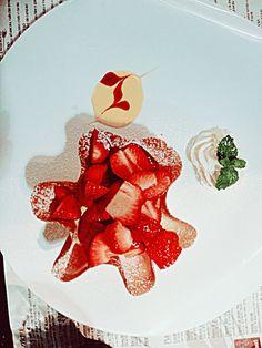 Mascarpone with strawberry.