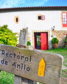Una antigüa casa señorial curas la habitaron y ahora es una casa rural en pleno corazón de la #RibeiraSacra regentada por Javier y Nacho..  @rectoraldeanllo  . . #Galicia #nature #naturaleza #turismorural