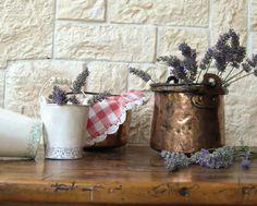 Vylaďte koupelnu i kuchyni do venkovském stylu. Poradíme vám pár tipů, jak na to. Stylus, Planter Pots, Country, Style, Rural Area, Country Music