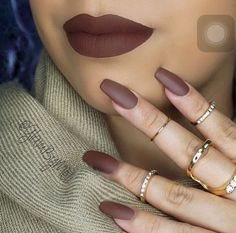 Love this brown nails. Are you looking for fall nail matte colors design for this autumn? See our collection full of cute fall nail matte colors design ideas and get inspired!