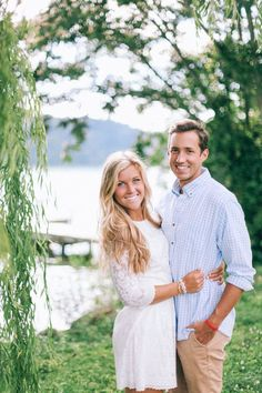 What to wear for engagement photos.  Photo by Tessa Barton Photography.