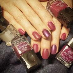 Violet Manicure with #alessandrointernational Nail Polish  No. 51 love secret / 50 vibrant fuchsia / 46 pearly violet / topcoat matt #alessandrogr #alessandronails #love #manicure #perfect