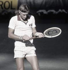 Top seed Björn Borg checks the grip on his signature Donnay Allwood during the 1978 US Open Final where he was comprehensively defeated by Jimmy Connors Roger Federer, Fila Outfit, Tennis Whites, Rafa Nadal, Tennis Legends, Vintage Tennis, Tennis Tips, Good Day Song, Tennis Clothes