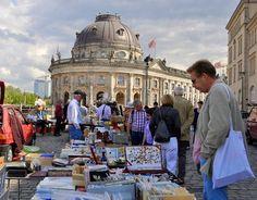 Antik- und Buchmarkt am Bode-Museum