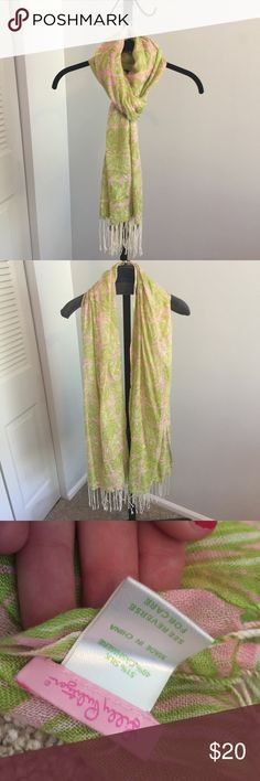 Lilly Pulitzer Murfee Scarf - EUC Lilly Pulitzer Murfee Scarf - EUC - 1-2 very minor flaws that I had to really hunt for - typical for a used murfee scarf - price is firm. Lilly Pulitzer Accessories Scarves & Wraps