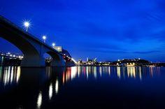 Market Street Bridge by Brad Lackey, via Flickr  Chattanooga Tn.( Awesome Pic.)
