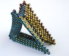 Tri Wing Ring, kate and dustin 2011 Beading Patterns Free, Peyote Patterns, Beading Tutorials, Jewelry Patterns, Free Pattern, Bead Patterns, Beaded Rings, Beaded Jewelry, Beaded Bracelets