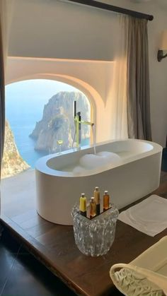 Beautiful Places To Travel, Beautiful Hotels, Amazing Hotels, House Beautiful, Vacation Places, Dream Vacations, Honeymoon Places, Luxury Life, Luxury Homes