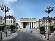 Nantes par quartier : que faire à Graslin ? Saumur, France, Mansions, House Styles, Places, Travel, Home, Pays De La Loire, January