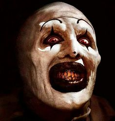 Movies To Watch On Halloween That Aren T Scary. A babysitter finds a VHS tape which features various sinister murders performed by a psychotic clown. Halloween Dvd, Halloween Horror, Halloween Night, Horror Art, Horror Movies, Horror Villains, Horror Icons, Freaky Clowns, Evil Demons