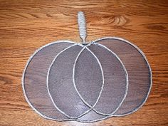 DIY Dollar Tree splatter screen wreath-learn how to make a beautiful Fall pumpkin wreath with splatt Pumpkin Crafts, Fall Crafts, Pumpkin Wreath, Holiday Crafts, Holiday Ideas, Diy Crafts, Dollar Tree Decor, Dollar Tree Crafts, Dollar Store Christmas