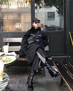 Really great korean street fashion! Looks Street Style, Looks Style, Mode Streetwear, Streetwear Fashion, Mode Outfits, Fashion Outfits, Womens Fashion, Chic Outfits, Fashion Weeks