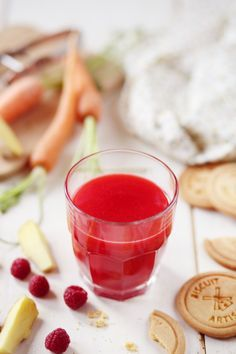 Jus de carottes, framboises et gingembre - zumo de zanahoria, frambuesas y jengibre Good Foods To Eat, Healthy Foods To Eat, Healthy Recipes, Milk Shakes, Fruit Drinks, Yummy Drinks, Raspberry Ice Tea Recipe, Jus Detox, Ginger Juice