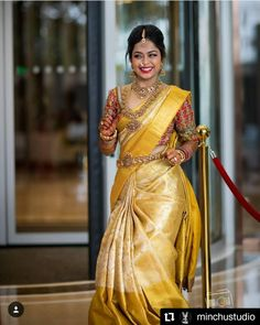 30 Épousée Kanjeevaram Saris que j& ce mois-ci - - Or Kanje . Pattu Sarees Wedding, Indian Bridal Sarees, Wedding Silk Saree, Indian Bridal Fashion, South Indian Bride Saree, South Indian Weddings, South Indian Bride Jewellery, Gold Silk Saree, Bridal Sari
