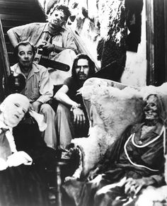 John Dugan, Gunnar Hansen, Edwin Neal, and Jim Siedow in The Texas Chain Saw Massacre Scary Movies, Horror Movies, Awesome Movies, Cult Movies, Texas Chainsaw Massacre, Slasher Movies, Famous Monsters, Horror Icons, Classic Monsters