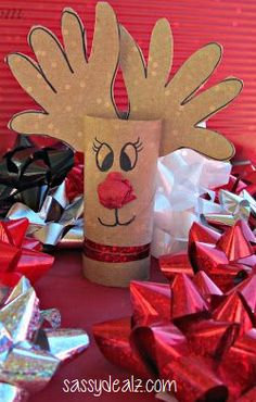 Handprint Reindeer Toilet Paper Roll Craft For Kids (Rudolph) - Fun Christmas art project Christmas Handprint Crafts, Reindeer Handprint, Christmas Arts And Crafts, Reindeer Craft, Preschool Christmas, Cheap Christmas, Christmas Activities, Christmas Projects, Kids Christmas