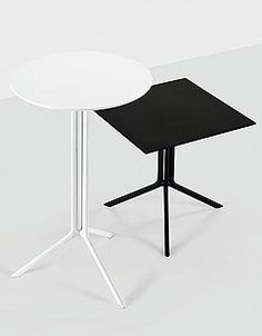 Plc lounge chairs and table great for a small lounge for Table extensible kristalia