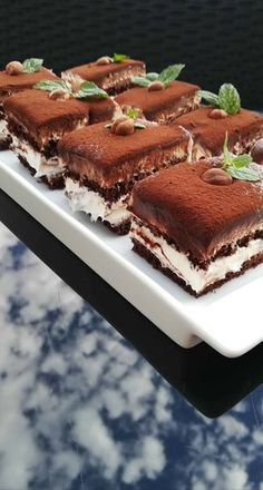 Mascarpone rezy s nutellou – Recepis. Cookie Desserts, Sweet Desserts, Sweet Recipes, Cake Recipes, Angel Food Cupcakes, Cupcake Cakes, Nutella, Kolaci I Torte, Tasty Videos