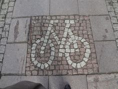 Denmark would not be Denmark without the bicycles. Here, a nice way to mark the special lane for cyclists. Odense, August 2012