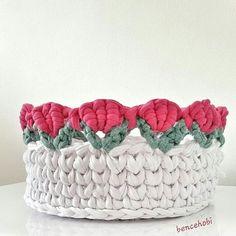 """2,489 Gostos, 48 Comentários - rose oliveira (@roseoliveira_tartes) no Instagram: """"Cestinho fofo e inspirador From @bencehobi  #basket #crochet #fiodemalha #trapillo"""""""