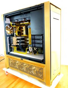 http://www.xtremesystems.org/forums/showthread.php?233842-Liquid-Cooling-Case-Gallery/page228