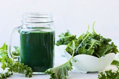 Regenerate Your Endocrine Glands with this Healing Herbal Green Juice Recipe Smoothie Vert, Smoothie Cleanse, Cleansing Smoothies, Kale Benefits, Health Benefits, Col Kale, How To Regulate Hormones, Stability Ball Exercises, Dumbbell Exercises