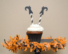 halloween cupcake toppers | Celebrate Halloween with some fun cupcake toppers made to resemble ...