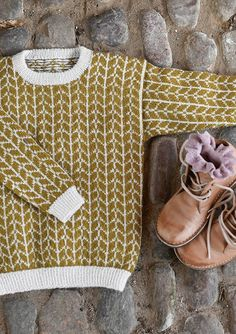 pull laine ♢ wool knit tricot tofarget genser at sandnesgarn.no - Sensible Crafting pull laine ♢ wool knit tricot tofarget genser at sandnesgarn.no - Sensible Crafting Love Knitting, Fair Isle Knitting, Knitting For Kids, Baby Knitting Patterns, Knitting Projects, Knitting Tutorials, Afghan Patterns, Vintage Knitting, Hand Knitting