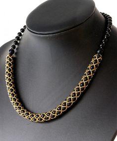 Perličkový náhrdelník čierno zlatý by kacenkag – SAShE. Handmade Beads, Handmade Necklaces, Handmade Jewelry, Gold Pearl Necklace, Cultured Pearl Necklace, Necklace Tutorial, Diy Necklace, Diy Collier, Beaded Jewelry Patterns