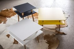 The side table Square by BY-BOO is made of mango wood and has 2 trendy black metal V-legs. The Square side table is available in cm. Because of the different heights the table can be nicely combined and pushed over each other. Small Coffee Table, Coffee Table Design, Coffee Tables, End Tables, A Table, Cosy Sofa, Square Side Table, Small Cabinet, Sit Back And Relax