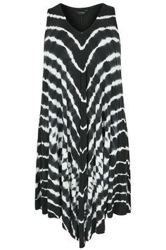 Shop bij Yours Clothing - Zwarte asymmetrische jurk met tie dye print. Ontdek grote maten mode in maten 44 – 64. Plus Size Women, Tie Dye, Spring Summer, Woman, Clothes For Women, Blouse, Prints, Tops, Fashion