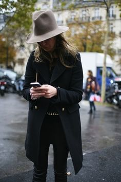 Cool Outfit Ideas How To Wear A Christmas Sweater - - 65 Winter Outfits To Beat The Cold Weather Blahs Looks Chic, Looks Style, Style Me, City Style, Estilo Fashion, Look Fashion, Womens Fashion, Girl Fashion, Paris Fashion
