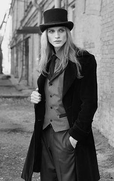 Gentleman Mann Gothic Classy Anzug Blong lange Haare gut aussehend Hut Mantel schwarz Modell D . Dark Beauty, Gothic Beauty, Mode Inspiration, Character Inspiration, Burlesque, Beautiful Men, Beautiful People, Gentleman, Goth Guys