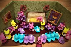 Rest in Peep to our Fellow Treat - Peeps Diorama Contest: Amazing scenes made out of the Easter treats - NY Daily News Easter Peeps, Easter Treats, Easter Food, Happy Easter, Craft Stick Crafts, Easy Crafts, Peeps Candy, Peep Show, Marshmallow Treats