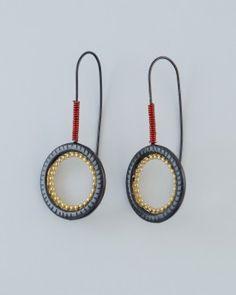 Originele zilveren oorbellen (geoxideerd en verguld zilver). Pendientes originales en plata oxidada y bañada en oro.