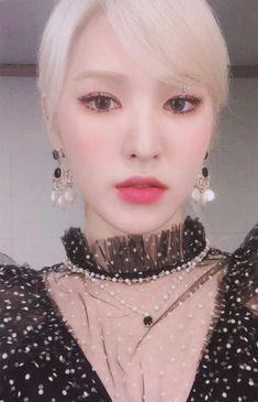 𝑻𝒉𝒆 𝑹𝒆𝒗𝒆 𝑭𝒆𝒔𝒕𝒊𝒗𝒂𝒍 𝑭𝒊𝒏𝒂𝒍𝒆 ©sgsgom Kpop Girl Groups, Korean Girl Groups, Kpop Girls, Seulgi, Red Velvet Photoshoot, Wendy Red Velvet, Photo Cards, Irene, Girl Crushes