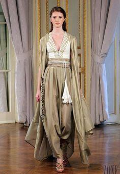 Designed by Dilek Hanif -Haute Couture - Spring-summer Turkey Turkish Fashion, Indian Fashion, Womens Fashion, Orientation Outfit, Mode Abaya, Look Short, Abaya Fashion, Mode Style, Pakistani Dresses