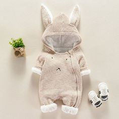 Baby clothes should be selected according to what? How to wash baby clothes? What should be considered when choosing baby clothes in shopping? Baby clothes should be selected according to … Baby Outfits Newborn, Toddler Outfits, Baby Boy Outfits, Baby Newborn, The Babys, Boy And Girl Cartoon, Baby Bunnies, Baby Kind, Cute Baby Clothes