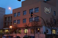 Caser, Residencial La Moraleja. Señalización Exterior. Rótulo fachada efecto halo.