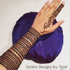 If you are fish about for elegant arabic mehndi design ,your search end here.will make your heart win with some great and artistic henna art here. Henna Hand Designs, Mehndi Designs Finger, Mehndi Designs For Girls, Mehndi Designs 2018, Mehndi Designs For Beginners, Modern Mehndi Designs, Mehndi Designs For Fingers, Mehndi Design Pictures, Henna Tattoo Designs