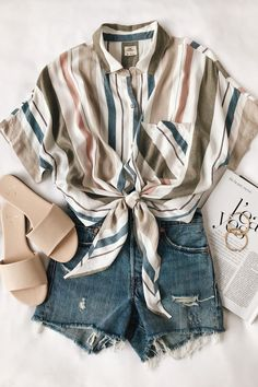 Unravel Casual Outfit inspirations (but stylish) fashion girls will be trying this season. casual outfits for work Brunch Outfit, Casual Summer Outfits, Spring Outfits, Outfit Summer, Summer Ootd, Vintage Summer Outfits, Summer Days, Beach Outfits, 2017 Summer