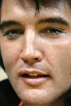 ★Elvis - The One and Only. Elvis Presley Family, Elvis Presley Photos, Tupelo Mississippi, Elvis And Priscilla, Most Handsome Men, Raining Men, Pop Singers, Graceland, American Singers