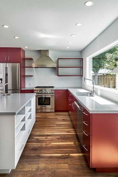 O vermelho ficou tão natural nessa cozinha que nem parece que ele está por todos os lados Diy Home, Home Decor, Red Kitchen, Living Room Designs, House Plans, Kitchen Cabinets, House Design, Architecture, Natural