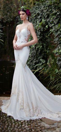Vestida de Noiva – SANTA SAFIRA TIARAS PARA NOIVAS