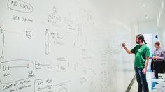 Smart Wall Paint valkoisella tussitaulumaalilla maalattu seinä toimistokäytössä. #habitare2014 #design #sisustus #messut #helsinki #messukeskus