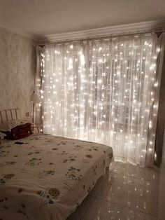 Waterproof Copper Wire Starry String Fairy Lights USB Powered Hanging for Bedroom Indoor Outdoor Warm White Ambiance Lighting for Patio Wedding Decor Curtain Lights) Cute Room Decor, Teen Room Decor, Room Ideas Bedroom, Girl Bedroom Designs, Romantic Bedroom Lighting, Fairy Lights For Bedroom, String Lights Bedroom, White Lights Bedroom, Hipster Bedroom Decor